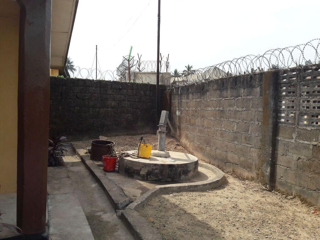Brunnen auf dem Gelände vom Rahden House